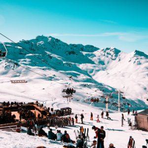 Ski room / Gare de télécabine / Télécabine
